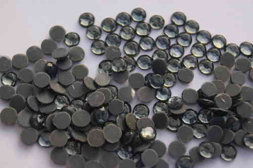 200 Strass Thermocollant SS30 Diamant Gris